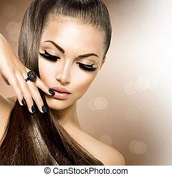 Krásová modelka s dlouhými hnědými vlasy