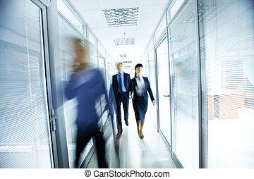 Lidé v kanceláři