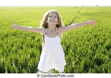 maličký, louka, zbraně, bojiště, nezkušený, děvče, nechráněný, šťastný