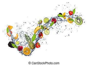 Mix of fruit in water plum, izolovaný na bílém pozadí