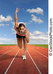 Mladá žena sprintuje