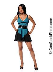 Mladá žena v modrých šatech