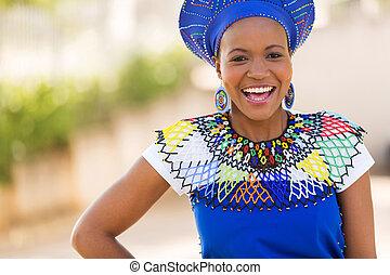 Mladá africká zulu se směje