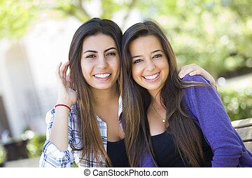 Mladé mladé dospělé ženy, které se staly portrétem