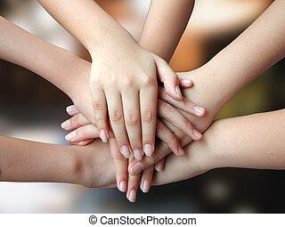 Mnoho rukou, 4krytých
