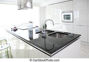 Moderní bílá kuchyňská kuchyňská úprava
