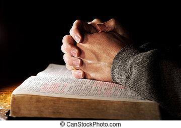 Modlete se nad svatou bibli