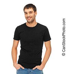 Muž v černém tričku