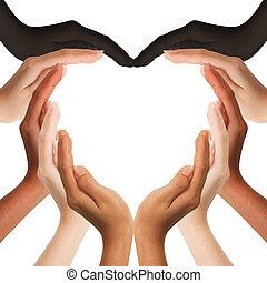 Multiracionální lidské ruce dělající srdce na bílém pozadí s kopírkou uprostřed