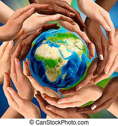 Multirakální ruce kolem země