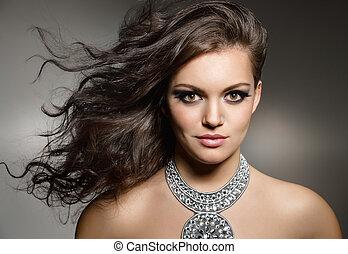 Nádherná bruneta