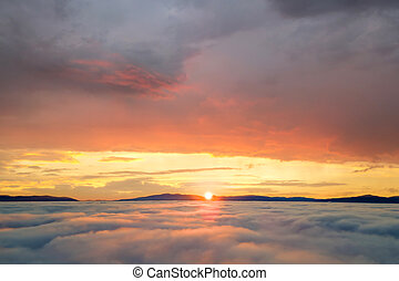 nafouklý, hory, zbabělý, názor, mračno, daleký, nad, anténa, horizon., neposkvrněný, západ slunce