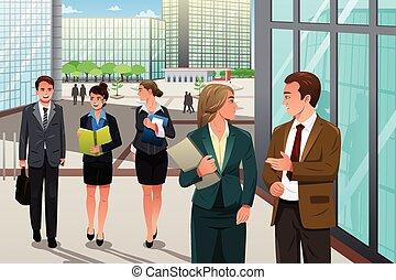Obchodníci chodí a mluví před kanceláří