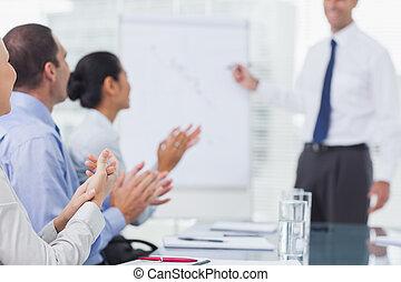 Obchodníci tleskají po prezentaci