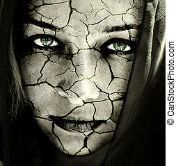 Obličej ženy s roztrženou kůží