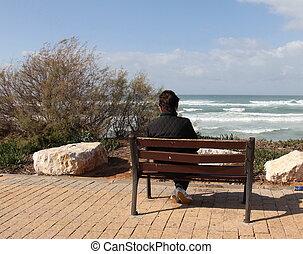 Osamělost. Žena sedí sama