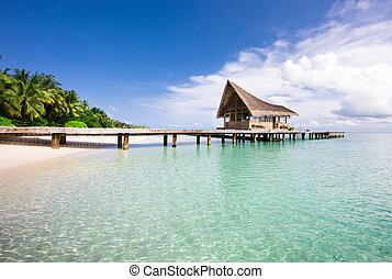 Pěkné výhledy na pláž s vodními vily