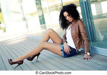 Příklad mladé černé ženy, model módy