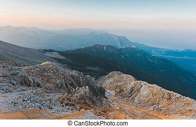 Panorama z hor při západu slunce.
