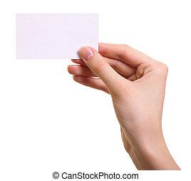 Papírová karta v ženě, která je na bílém pozadí