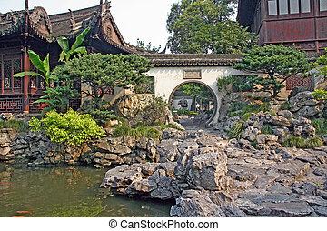 Pavilion v yuyuanských zahradách, shanghai, porcelán