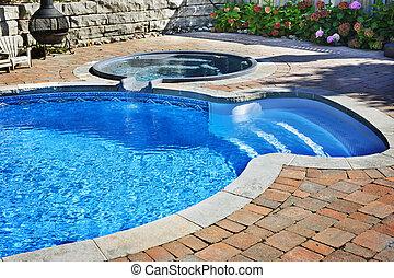 Plavoucí bazén s vířivkou