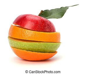 Polité ovoce izolované na bílém pozadí