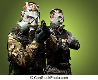 portrét, plynová maska, dělo, vojáci