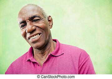 Portrét starších černochů, který se díval na kameru