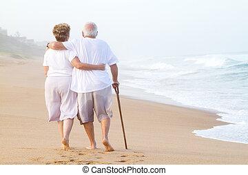 potulný, dvojice, pláž, postarší