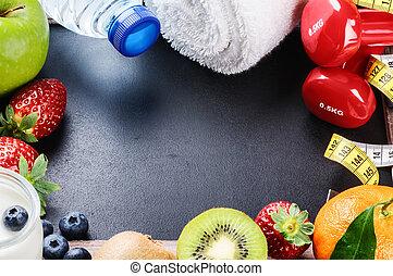 Prázdné rámy s ubrousky, ručníky a čerstvé ovoce
