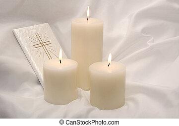 První svatá svíčka a modlitební kniha