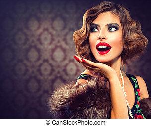 Retro žena portrét. Překvapená dáma. Obrazová fotka