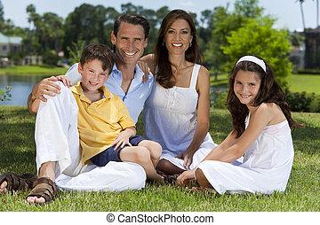 rodina, sedění, štěstí, mimo, hezký, pastvina