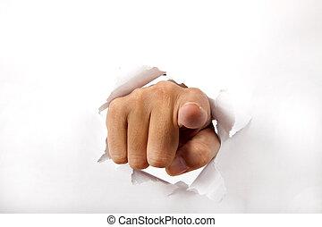 Ručně prorazí bílý papír s prstem na tebe