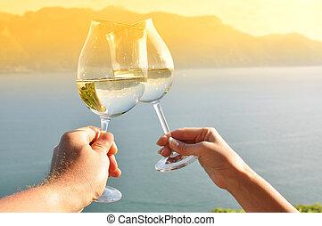 ruce, majetek, vinice, na, švýcarsko, lavaux, wineglases, dva, krajina