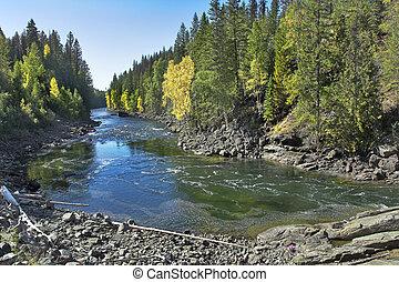 Rychlá horská řeka.