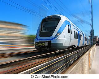 Rychlý vlak s rozmazaným pohybem