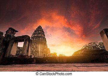sad, klasický, sky., dějinný, stavení., pohybovat se, poloha, ratchasima, starobylý, historický, mezník, thailand., ancient., ohnisko, destinations., khmer, západ slunce, phimai, výběrový, chrám, nakhon, architektura