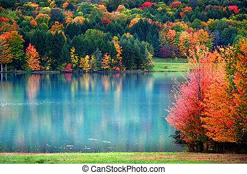 Scénní podzimní krajina