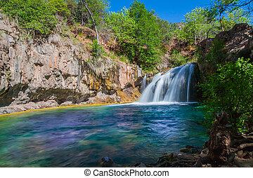 Scenický vodopád