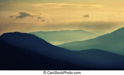 silhouettes, západ slunce, hory