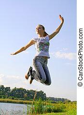 Skokující dívka na obloze