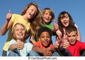 Skupiny různých rasových dětí