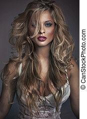 Skvělá fotka atraktivní ženy