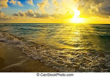 Slunce nad oceánem