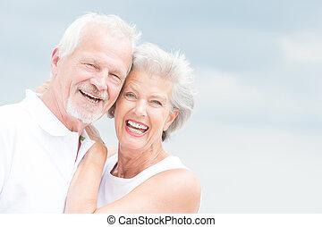 Smiling seniorský pár