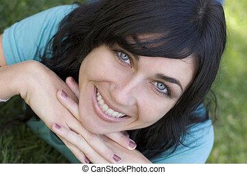 Smilingová žena