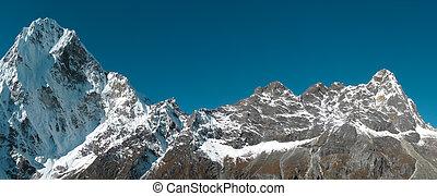 Sněhová horská panorama