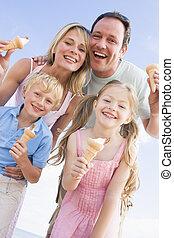 stálý, rodina, led, usmívaní, pláž, krém